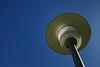 """""""Nueva farola solar"""" - Es un nuevo invento que estoy probando para mi jardín. Es estupenda, como no usa bombilla no gasta electricidad. Lo único que les falta resolver a los diseñadores es cómo hacerla funcionar por la noche. ;-)  (Sí, sí, la suciedad está en la lámpara y no en el sensor de la cámara).<br /> <br /> """"New solar lamp"""" - It is a new invention that I am testing for my yard. It is great, as it doesn't use a bulb it doesn't consume any electricity. The only issue that designers still have to solve is how to make it work at night. ;-) (Yes, yes, the dirt is inside the lamp, not in my camera's sensor)."""