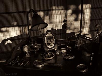 "03-Sep-2012  ""La mesa de las cositas"" - ""The table with the little things"""