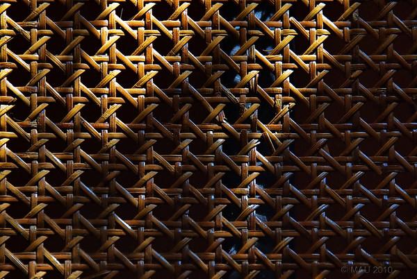 """16-9-2010<br /> <br /> """"Mi silla de anea"""" - También podría ser la rejilla de un viejo confesionario. No tiene la nitidez que me hubiese gustado porque hice la foto un poco 'atropellado' porque se me iba la luz, y a saber si tendría, y cuando, otra oportunidad.<br /> <br /> """"My bulrush chair"""" - It could also be the screen of an old confessional booth. It is not as sharp as I would have liked because I was in a  real rush to shoot it because the light was 'leaving', and who knew if there would be (and when) another opportunity."""