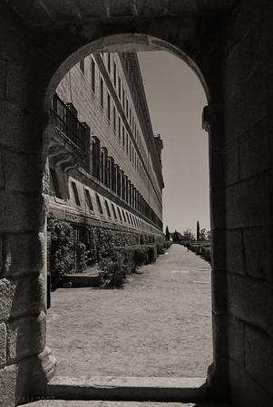 """19-1-2011  """"Entrada al Jardín de los Frailes"""" - En el Monasterio de El Escorial.  """"Entrance to the Gardens of the Friars"""" - In the <a href=""""http://en.wikipedia.org/wiki/El_Escorial"""">Monastery of El Escorial</a>."""