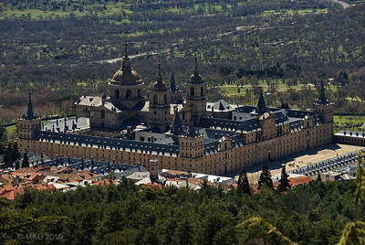 """04-4-2010  """"De nuevo 'mi monasterio'"""" - Sí, el Monasterio de El Escorial, el mismo que en ESTA FOTO de hace unos días. Pero la de hoy está hecha desde el Monte Abantos (la ladera que se ve a la izquierda de la foto anterior), donde he subido esta mañana en bicicleta. No he llegado a la cima (1.753 m, y mi casa está a 900) pero me ha faltado poco.  """"Again 'my monastery'"""" - Yes, the Monastery of El Escorial, the same than in THIS PHOTO a few days ago. But today's is taken from Abantos Mountain (the hillside you can see on the left of the previous photo) where I climbed with mi bike this morning. I didn't get to the top (1,753 m, and my house is at 900), but almost."""