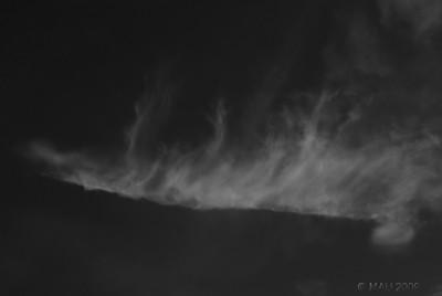 """3-09-2009  """"Demasiados incendios forestales"""" - Esta foto NO es de uno de sus frentes. Es simplemente una nube en el cielo, pero que me los ha recordado.  """"Too many forest fires"""" - This shot is NOT of one of their fronts. It is just a cloud in the sky, but it has reminded me about them."""