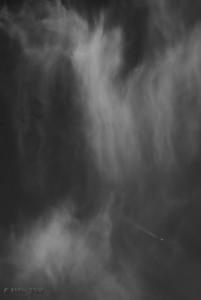 """17-09-2009  """"Catarata"""" - Los que seguís mis 'sopitas' ya sabéis de mi afición por las nubes. Esta, hecha hace unas semanas, me recordó a una gran cascada o catarata. El avión creo que aporta una buena referencia de escala.  """"Waterfall"""" - Those of you who follow my 'soups' are probably aware of how fond I am about clouds. This one, shot a few weeks ago, reminded me of a big waterfall. I think the plane provides a good reference for scale."""