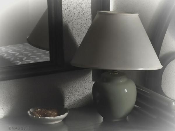 """02-Mar-2012<br /> <br /> """"Mi mesilla de noche"""" - Así es como la veo nada más despertar.<br /> <br /> """"My night table"""" - This is how I see it when I wake up."""