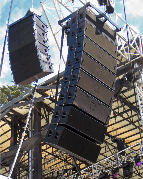OUTSIDE LANDS FESTIVAL 2012, Twin Peaks Stage: Main line array from Sound On Stage consisted of 7 - L'-Acoustics VDOSC cabinets and 6 - dVDOSC for the outfill.