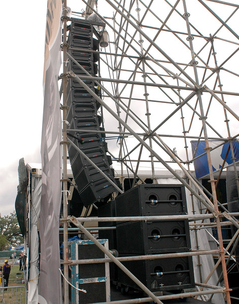 Meyer Milo line array on Stage 1 at the New Orleans Jazz & Heritage Festival on April 29, 2006.
