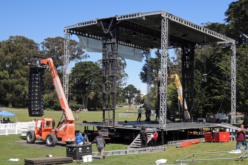 SAN FRANCISCO OPERA IN THE PARK: Pop-up stage with Meyer Milo line arrays hung from forklifts, 12 per side.