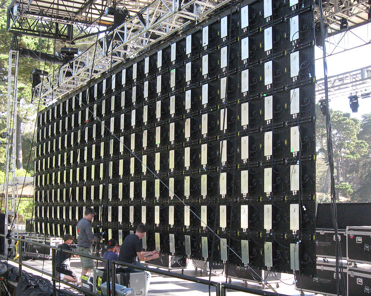 OUTSIDE LANDS FESTIVAL 2012, Twin Peaks Stage: The L.E.D. wall from Large Screen Video was built by hanging 276 L.E.D. panels on the rear truss, one by one, row by row.