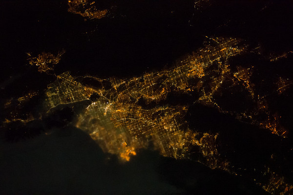 Reid Wiseman @astro_reid  ·  Aug 12 I love how the clouds encroach on #LA Saturday night