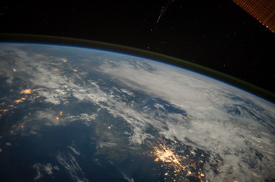 Reid Wiseman @astro_reid  ·  Aug 12 You can absolutely see #borders from space. Seoul, Korea and a line just north.