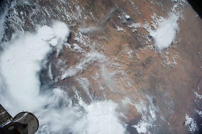 Reid Wiseman @astro_reid  ·  Aug 15 #EarthArt – brilliant white clouds over the #Africa desert.