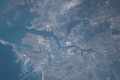Reid Wiseman @astro_reid  Sep 1 Wicked cool view of #Boston through the 800mm lens. pic.twitter.com/Yi1KDcQrYX