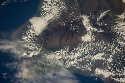 Reid Wiseman @astro_reid  Sep 19 The big island lava #EarthArt