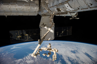 Reid Wiseman @astro_reid  Sep 28 Ground teams are remotely operating #Canadarm2 w/ #SPDM to pull external cargo out of #Dragon