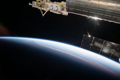Reid Wiseman @astro_reid  Oct 16 Pretty spectacular #sunrise glinting off the #ISS