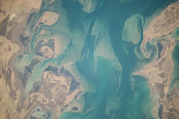 Reid Wiseman @astro_reid  Nov 3 Beautiful #EarthArt coastal sands blend with water North of #Jubail #SaudiArabia