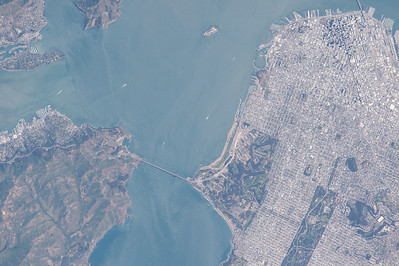 SanFrancisco. I almost felt like I was with you as we flew overhead a few minutes ago. #YearInSpace