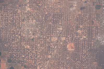 Can't see Great Wall of China with the naked eye from space but sure can see this West Texas oil field. #YearInSpace