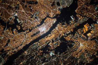 My cosmonaut colleague Oleg Kononenko took this incredible picture of #NYC last night. Enjoy. #YearInSpace