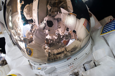 #SpaceWalkSelfie Back on the grid! Great first spacewalk yesterday. Now on to the next one next week. #YearInSpace
