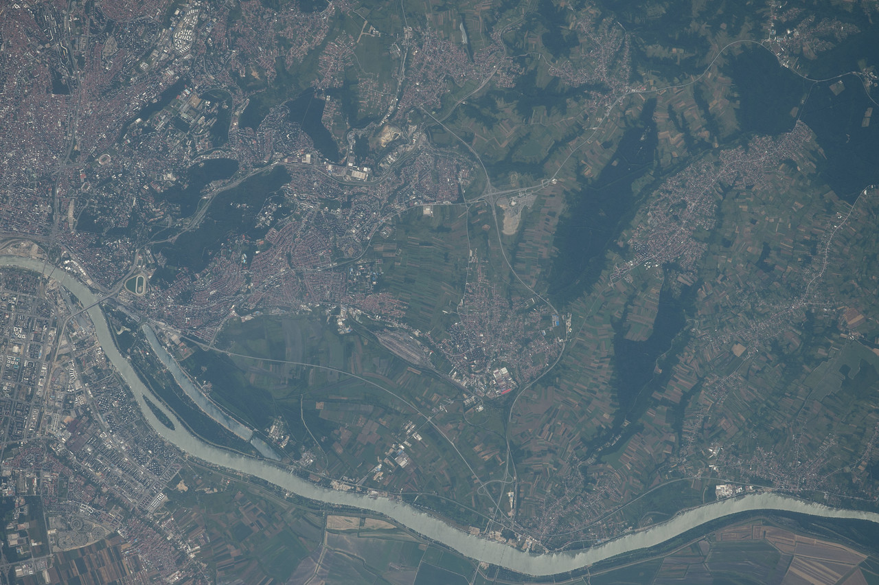 iss048e012705