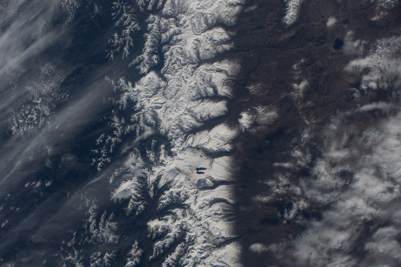 iss048e047825
