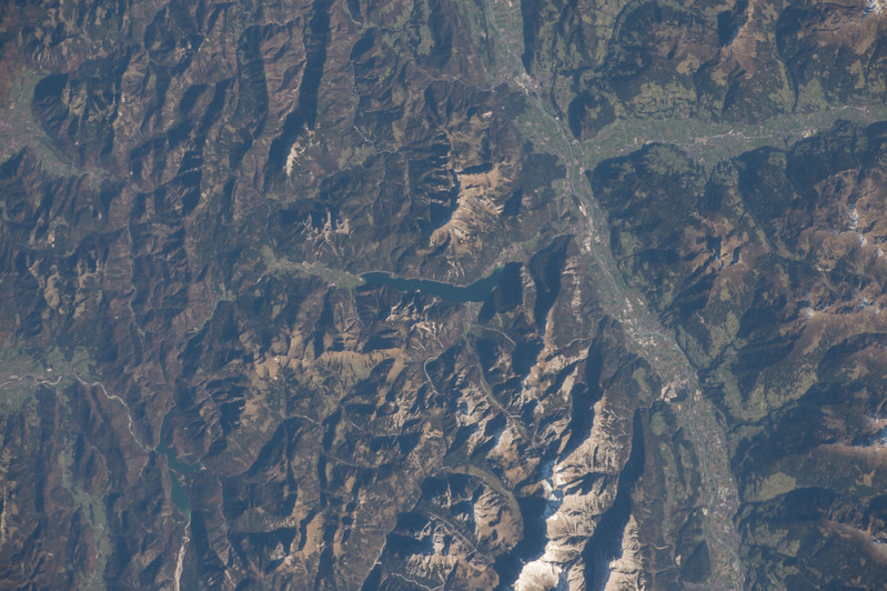 iss053e101565