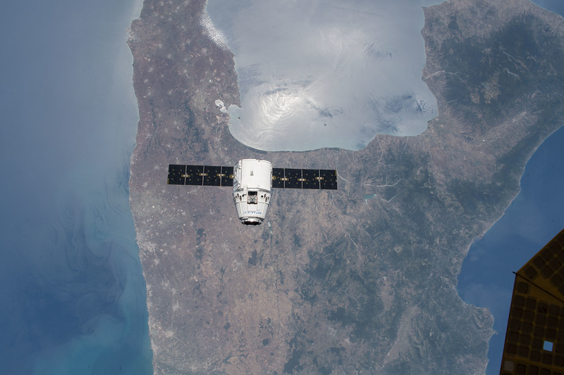 SpaceX Dragon CRS-15 over the boot of Italy