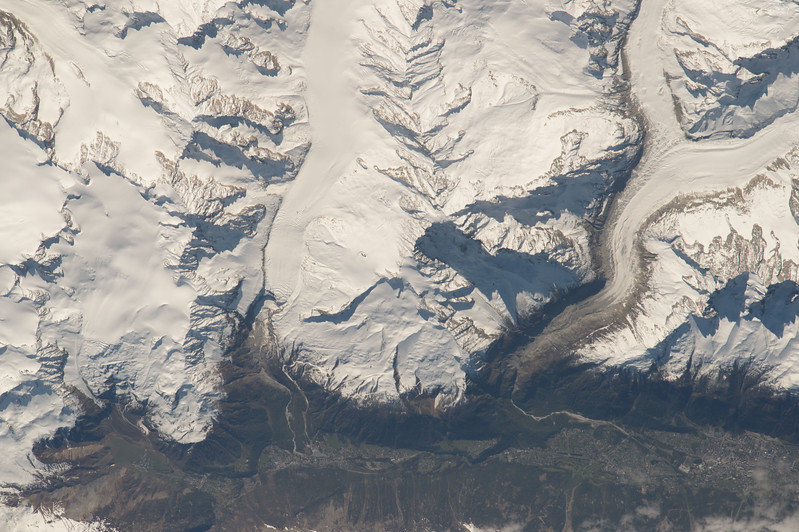 iss051e040590