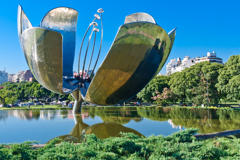Flora Generica, Buenos Aires, Argentina. The petals of this fantastic sculture open and close to follow the sun. The pistols illuminate at night.