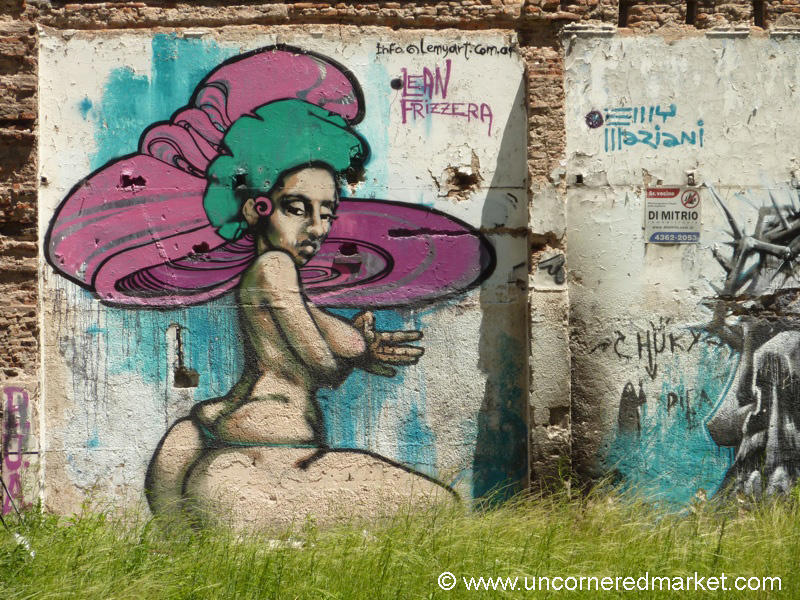 Big Bottomed Graffiti in Buenos Aires, Argentina