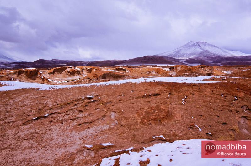 Salar de Uyuni: View of Ollagüe Volcano in Bolivia
