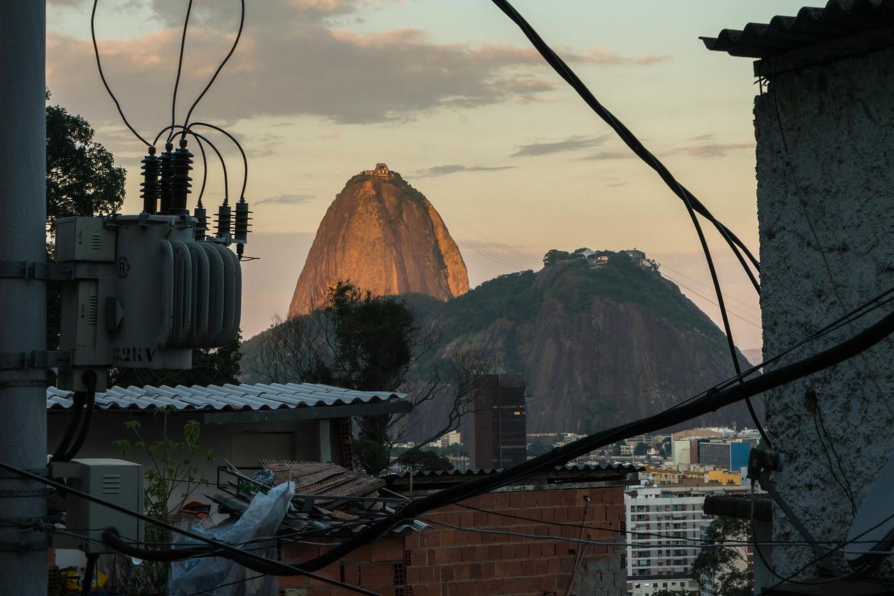 are rios favelas safe