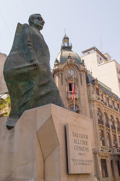 Salvador Allende Gossens, Santiago