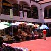 Cl 1584 winkeltjes op binnenplaats in La Serena