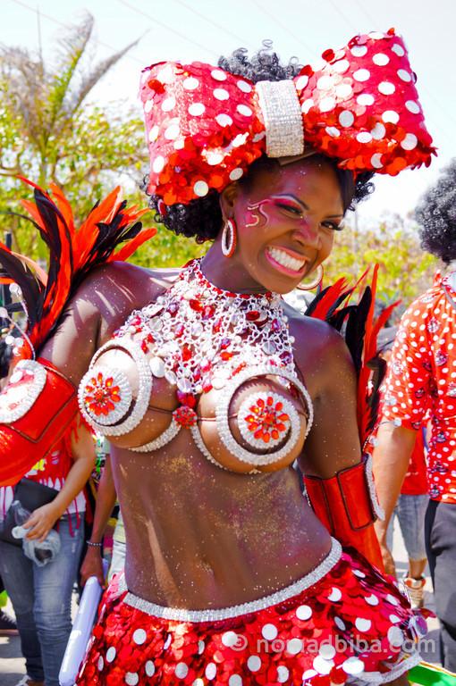 Negrita Puloy at Batalla de Flores 2013