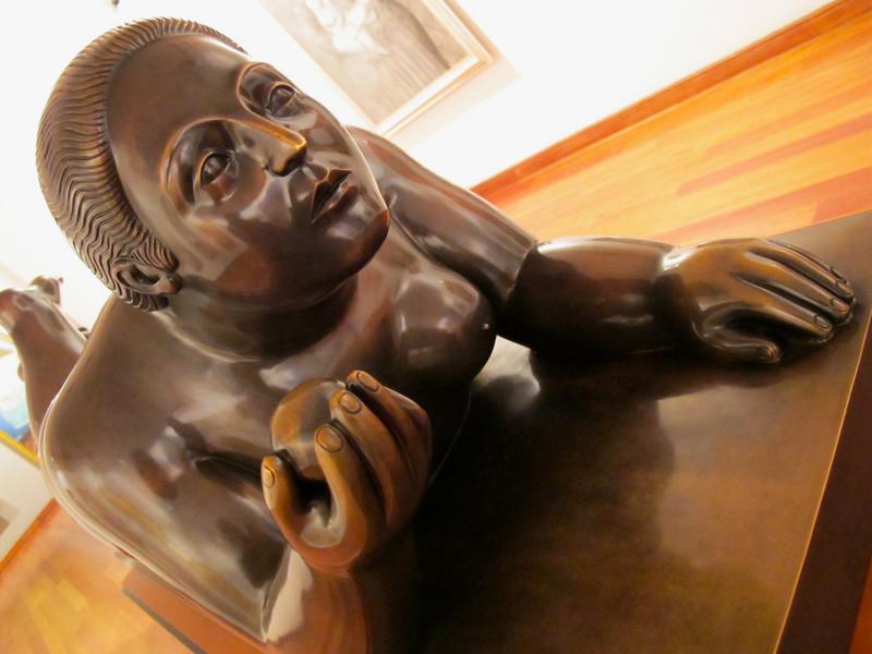 Mujer con fruta<br /> Museo Botero de Bogota