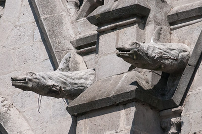 Statues on the walls of the Basilica of National Vow in Quito, Ecuador