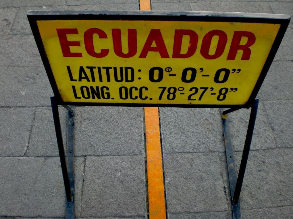 mitad del mundo ecuator line quito ecuador