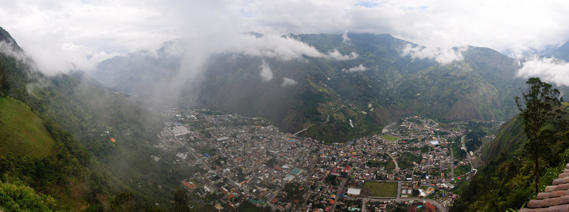 View of Banos Town from Luna Runtan