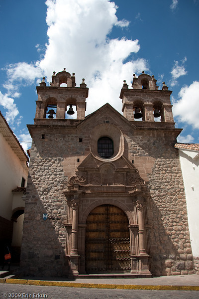 Plaza de Las Nazarenas<br /> The Church of San Antonio Abad was added to the Seminary following the 1650 earthquake.