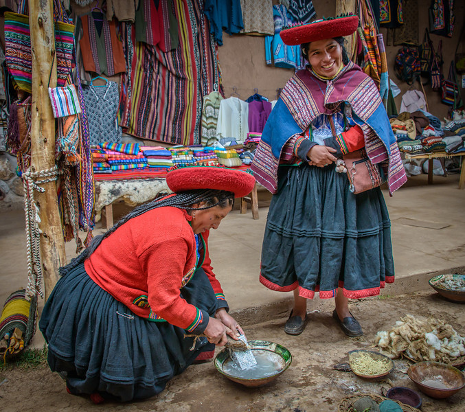 Chinchero - Awana Wasi Tocapo - Women's Cooperative- 12,500 ft Elevation