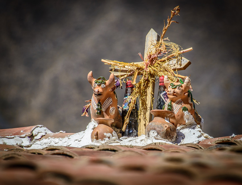 Roof top - Torito de Pucará : Wishes for Happiness, Wealth and Fertility
