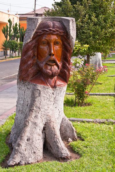 Sculture in tree trunk. Lima, Peru