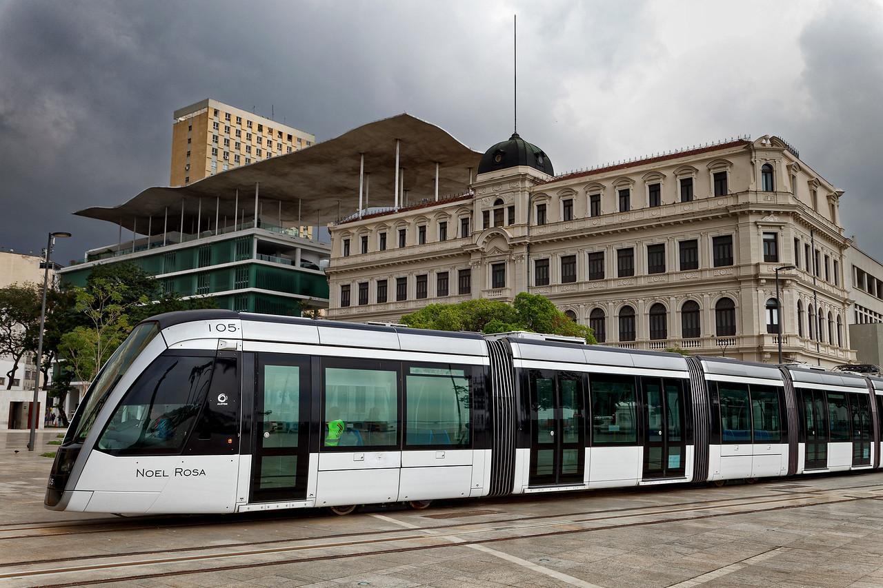 Modern metro zips past Museum of Art
