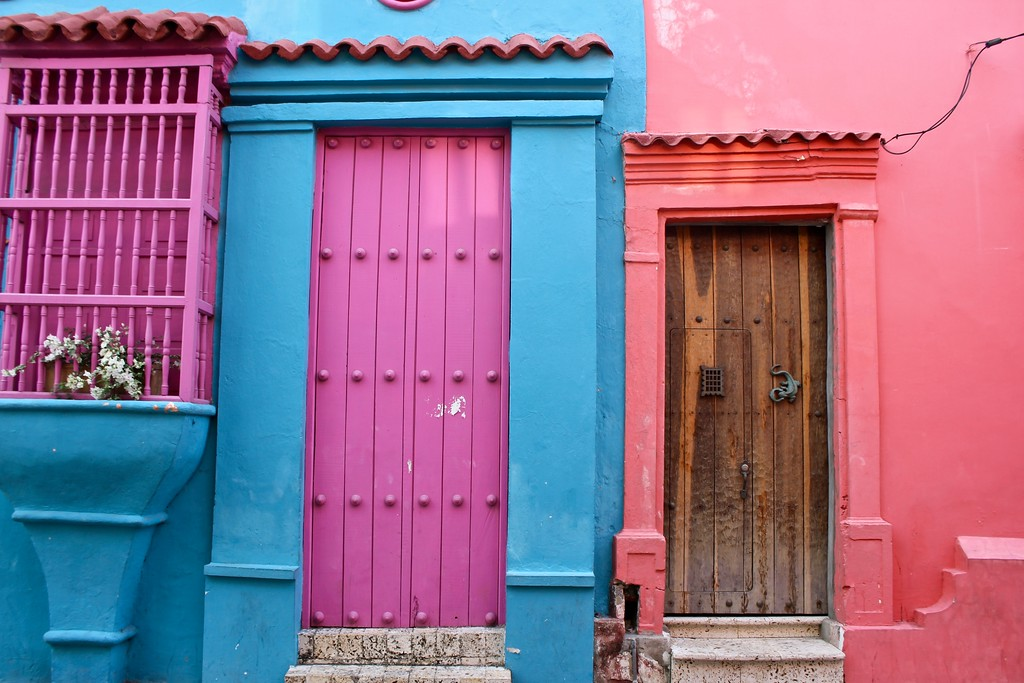 colorful colonial buildings in Cartagena Colombia