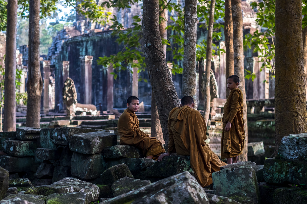 Young Monks ay Bayon Temple