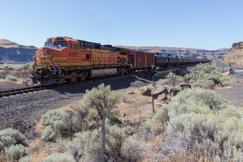 Columbia River Gorge Trains 57