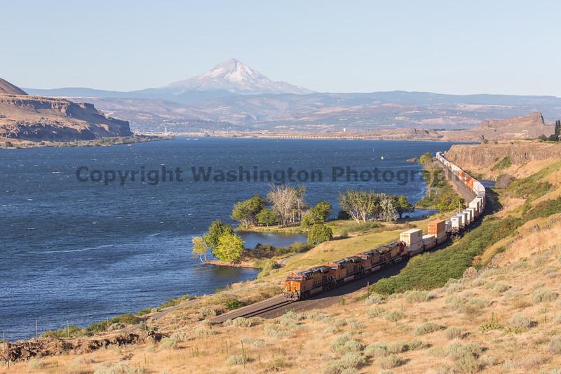 Columbia River Gorge Trains 52
