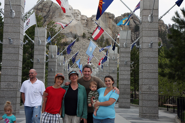 The whole crew (plus a few others) along the entry way to Mt Rushmore National Monument.